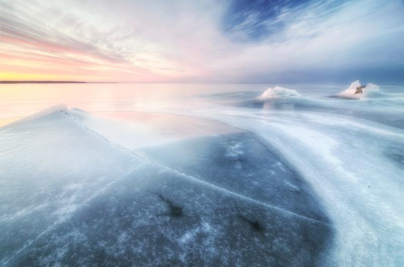 Kooruvad kivid lahes